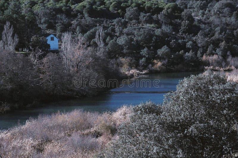 Vistas do rio Aulencia, Madri imagens de stock