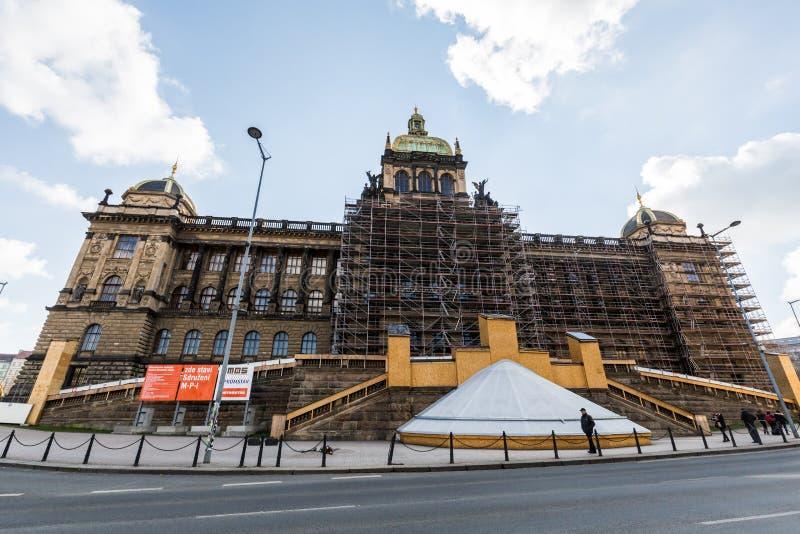 Vistas exteriores das construções em Praga fotos de stock