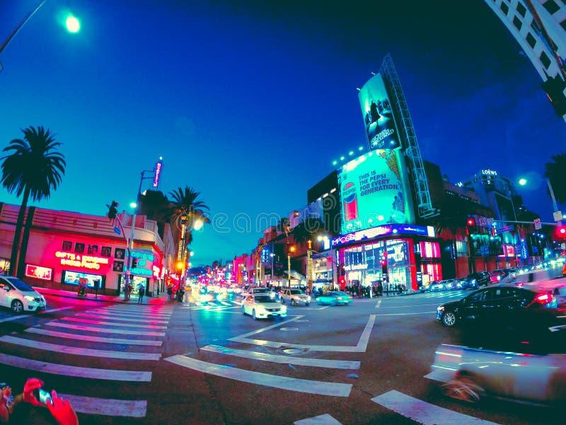Vistas nocturnas agradables de la ciudad en California fotografía de archivo libre de regalías