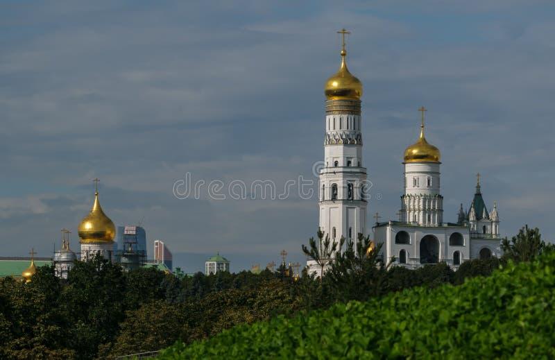 Vistas novas do Kremlin de Moscou fotos de stock