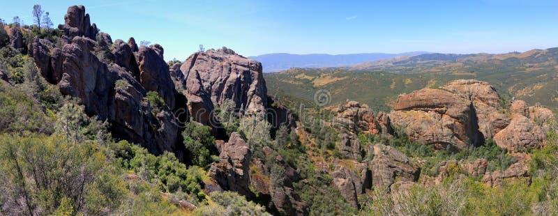 Vistas panorâmicas da fuga dos picos altos, monumento nacional dos pináculos, Califórnia imagem de stock royalty free