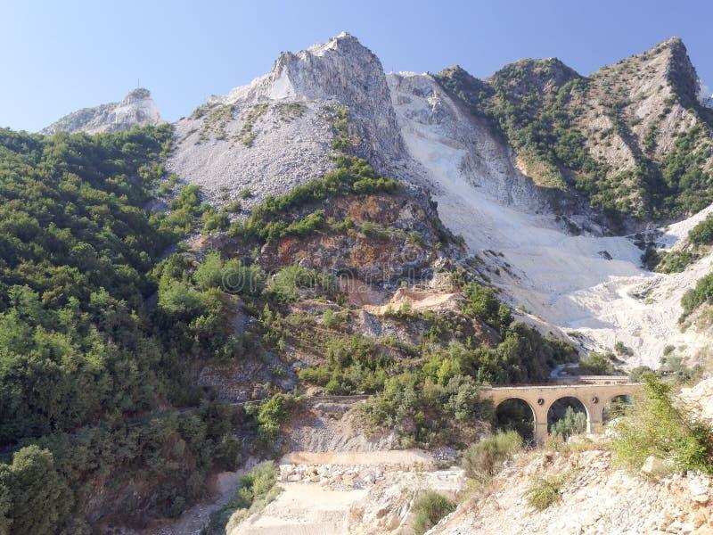 Vistas panorâmicas de Alpi Apuane Toscânia Itália imagens de stock