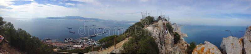 Vistas panorâmicas do fundo da rocha de Gibraltar, do passo, da reserva Alameda e de baterias militares abandonadas foto de stock royalty free