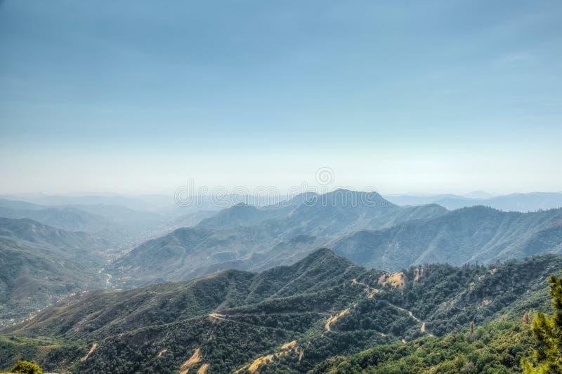 Viste dalla roccia del Moro in sequoia e nella sosta nazionale dei re Canyon, California immagine stock