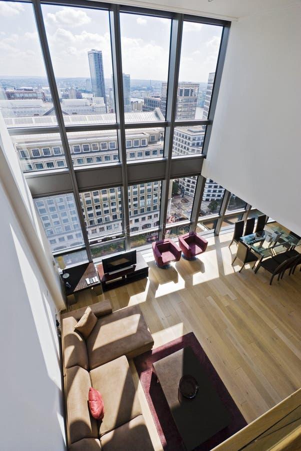 viste del duplex della città dell'appartamento immagine stock libera da diritti