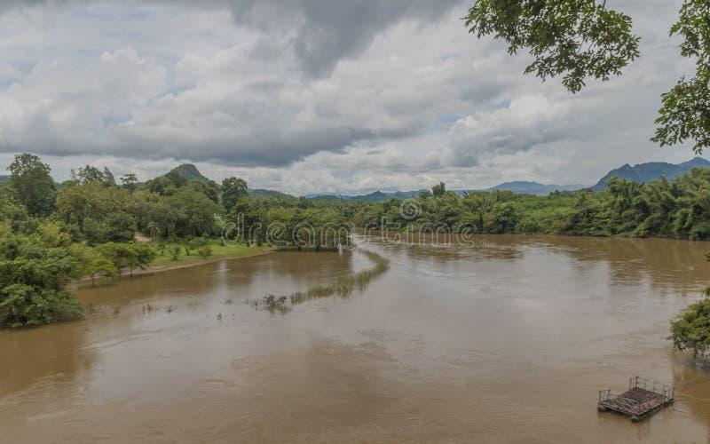 Viste del fiume di Kwai dalla ferrovia di morte fotografia stock