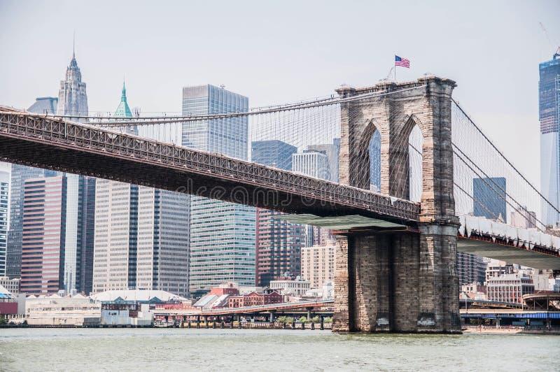 Viste del ponte di Brooklyn a Manhattan immagine stock libera da diritti