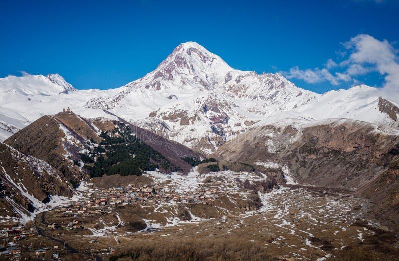 Viste del supporto Kazbek fotografie stock libere da diritti
