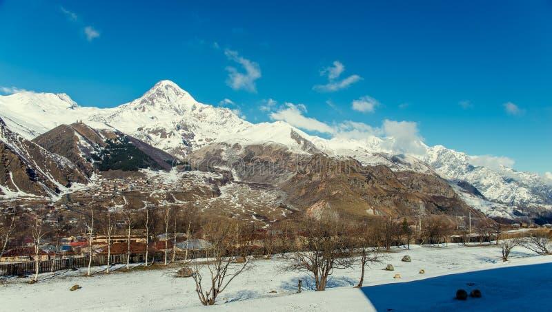 Viste del supporto Kazbek fotografia stock libera da diritti