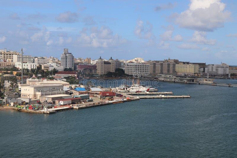 Viste della città e della linea costiera lungo vecchio San Juan, Porto Rico fotografia stock libera da diritti
