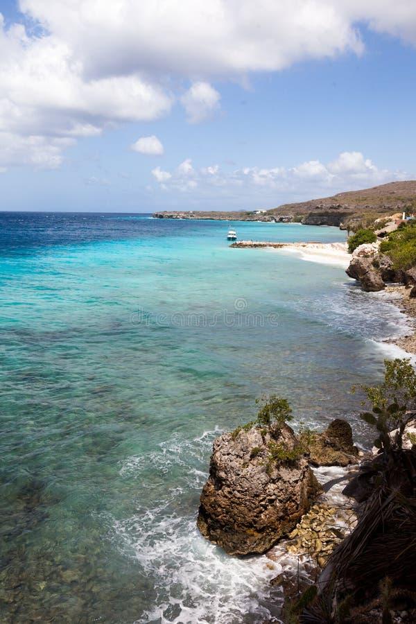 Viste della linea costiera intorno all'isola dei Caraibi del Curacao immagini stock libere da diritti