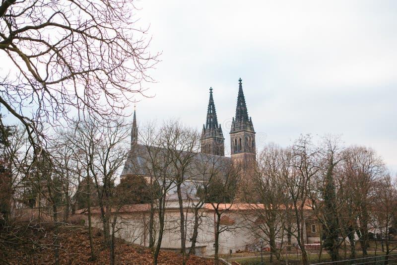 Viste di Praga Castello di Vysehrad - bella vecchia costruzione di architettura durante le feste di Natale di inverno immagine stock libera da diritti