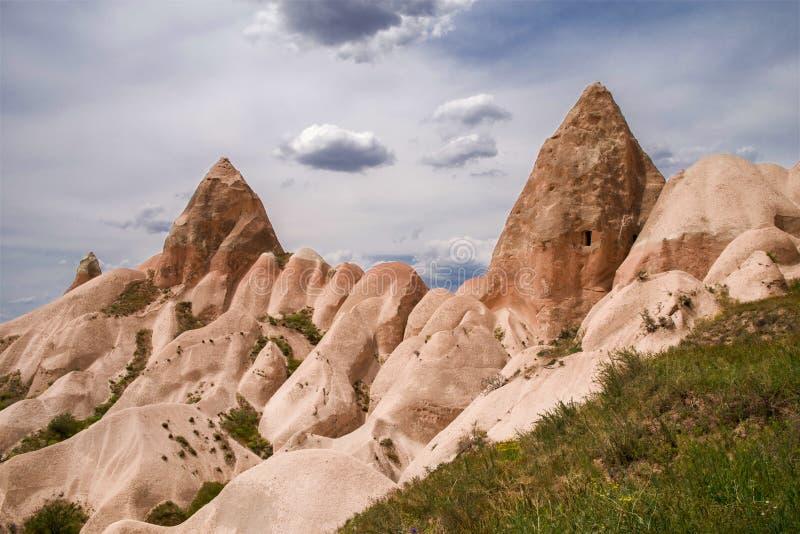 Viste favolose della catena montuosa vicino a Goreme Cappadocia, Turchia fotografia stock