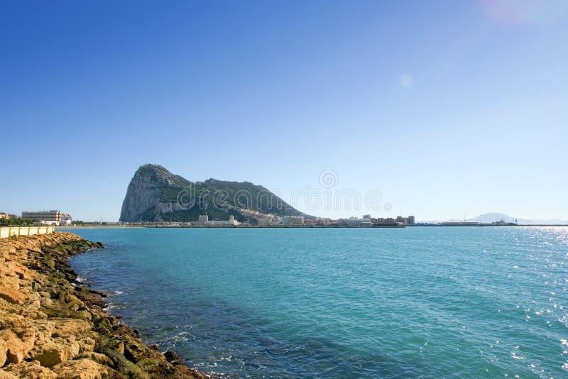 Viste in Gibilterra da La Linea in Spagna immagini stock libere da diritti