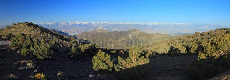 Viste panoramiche di Sierra Nevada dalle montagne bianche, California fotografie stock