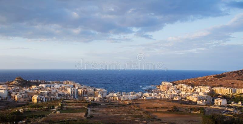 Viste sopra Marsalforn e la campagna di Gozitan - Malta fotografia stock