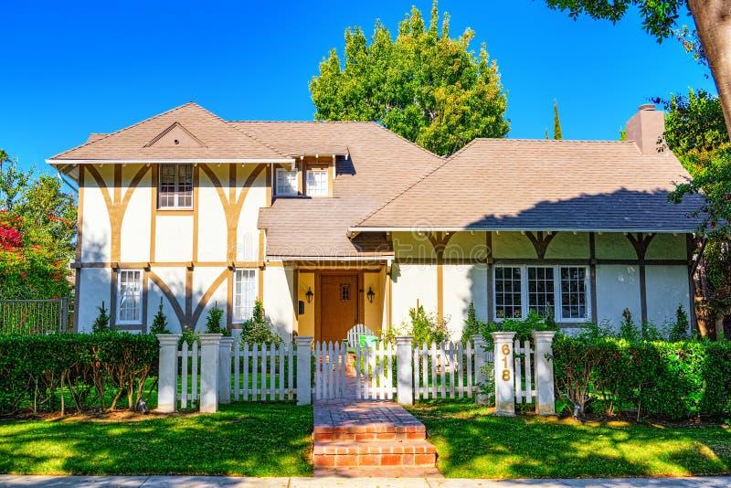 Viste urbane dell'area di Beverly Hills e degli edifici residenziali sul Hollywood Hills immagini stock