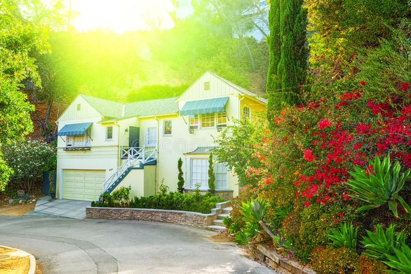 Viste urbane dell'area di Beverly Hills e degli edifici residenziali sul Hollywood Hills fotografia stock