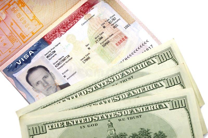 Visto americano alla pagina del passaporto e dei dollari americani internazionali russi fotografia stock