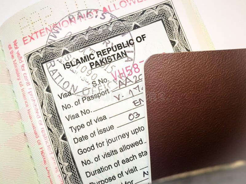 Visto da visita de Paquistão para o selo do turista em um passaporte fotografia de stock royalty free