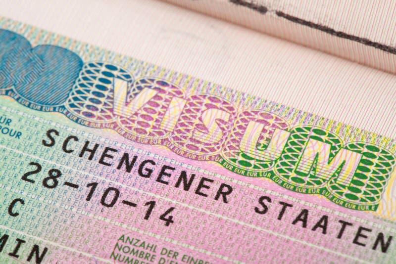 Visto da zona de Schengen da União Europeia no passaporte - tiro ascendente próximo fotos de stock royalty free