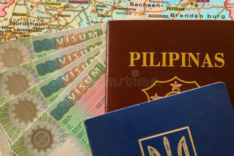 VISTO de Schengen com o passaporte filipino/Ucrânia fotografia de stock royalty free