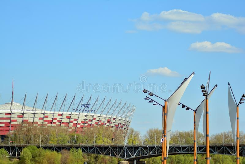 Бульвары Vistulan на западной стороне реки Вислы в Варшаве Прогулка на банке Рекы Висла стоковые фото