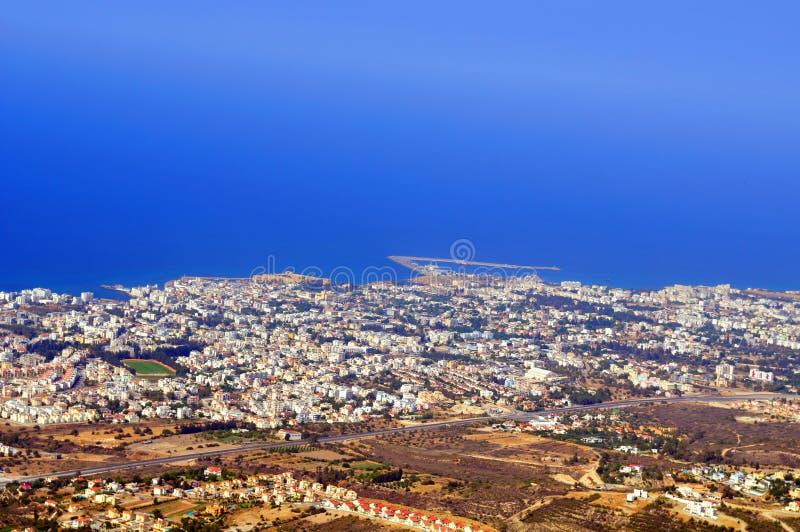 Visualisez Kyrenia de rue Hilarion photographie stock libre de droits