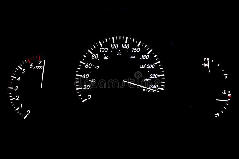 Visualización de alta velocidad del calibrador de coche aislada en negro imagen de archivo libre de regalías