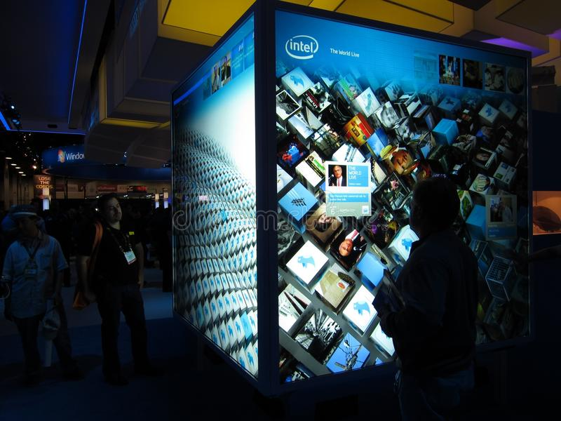 Visualización de la pantalla táctil de Intel en CES 2010 imagen de archivo libre de regalías