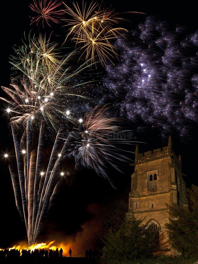 Visualización del fuego artificial - 5 de noviembre - Inglaterra fotos de archivo
