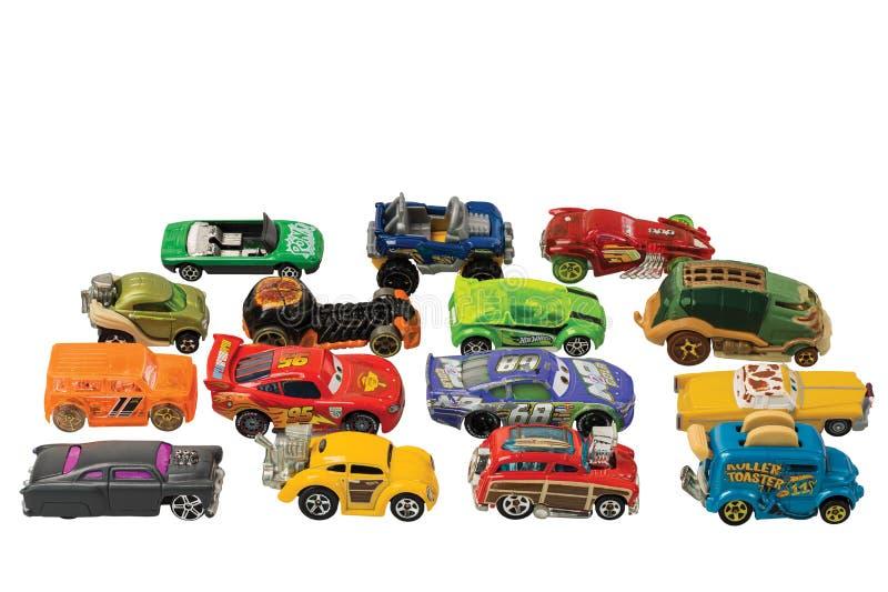 Visualizza i modelli di macchine giocattolo, inseriteli accuratamente ogni volta che sono posizionati per bambini Concetto per ba immagine stock
