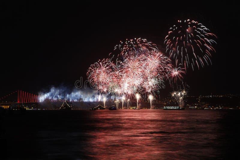 Visualizzazione del fuoco d'artificio a Costantinopoli, Turchia immagine stock libera da diritti
