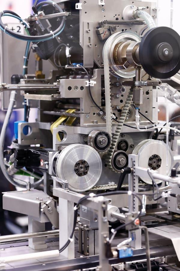Visualizzazione dettagliata di una macchina per l'imballaggio farmaceutico fotografia stock