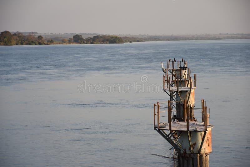 Visualizzazione di vecchia porta sul fiume Parana in Ilha Solteira, Brasile fotografia stock libera da diritti