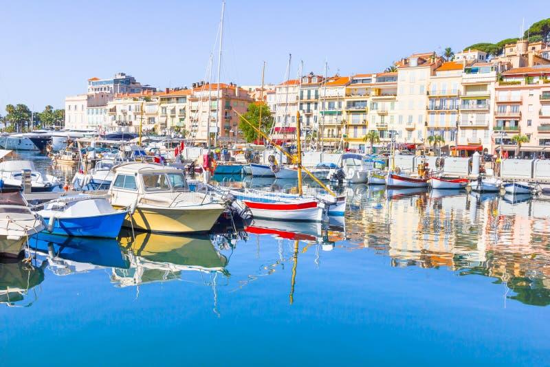 Visualizzazione di vecchio porto di Cannes, Francia immagine stock libera da diritti