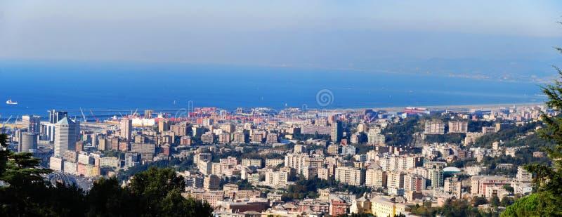 Visualizzazione panoramica del porto di Genova, Italia fotografia stock