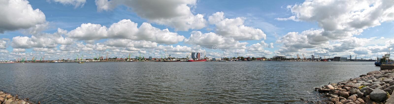 Visualizzazione panoramica della laguna di Curonian del Mar Baltico vicino alla porta di Klaipeda immagine stock