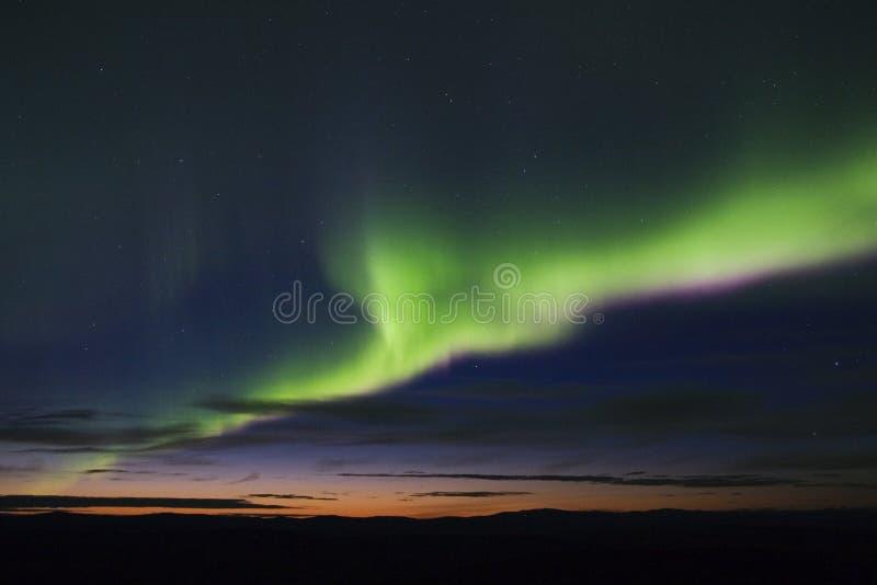 Visualizzazione variopinta dell'aurora fotografie stock
