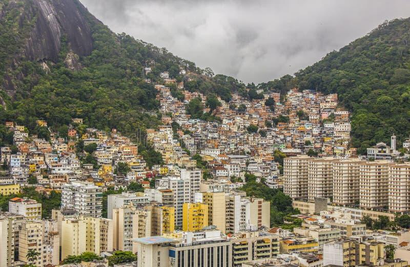 Visuella hjälpmedlet av slingan av kullen är joaoen i copacabana royaltyfria foton