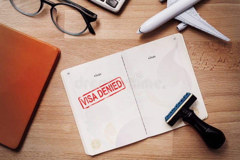 Visum och pass med den förnekade stämpeln på en bästa sikt för dokument arkivfoto