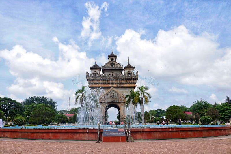 Vitória do monumento da manhã de Vientiane fotografia de stock