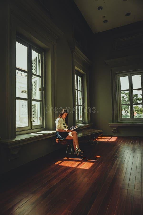 Vit, övre, sittande Near White Wooden 6-lite, fönster royaltyfri foto