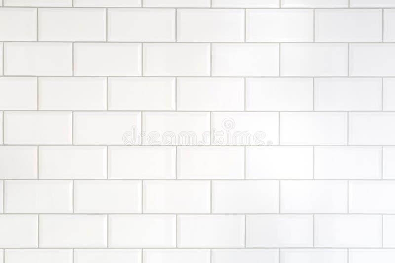 Vit belägger med tegel tegelstenbakgrund Inre av köket eller badrummet arkivfoton