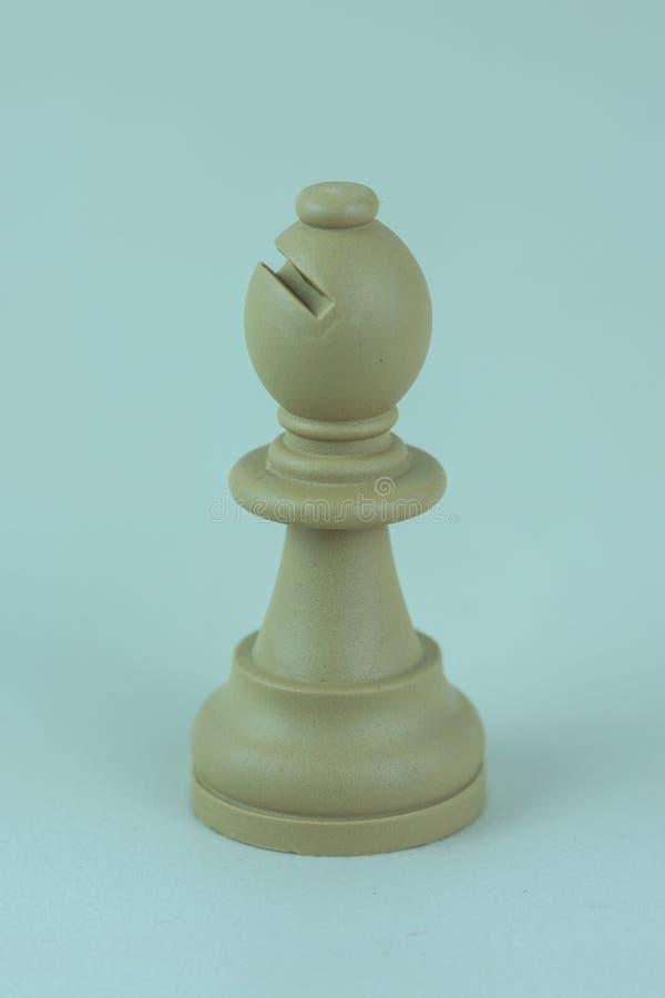 Vit biskop av schackbrädet royaltyfri foto