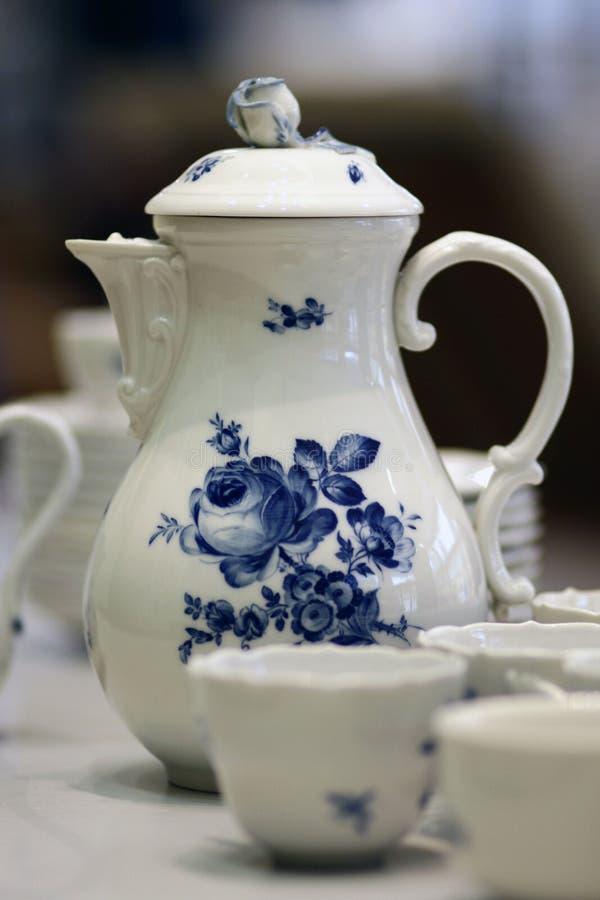 Vit blå stillife Meissen för porslinkaffekruka arkivfoto