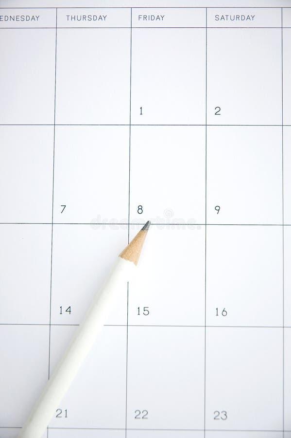 Vit blyertspenna på schema royaltyfri foto