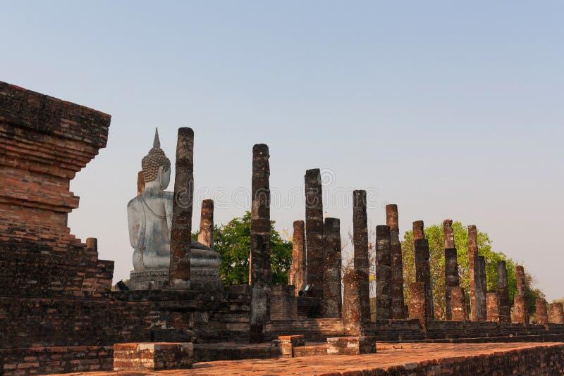 Vit Buda staty royaltyfri bild