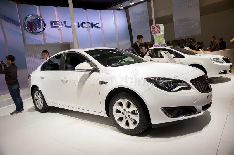 Vit Buick Regal bil arkivfoto