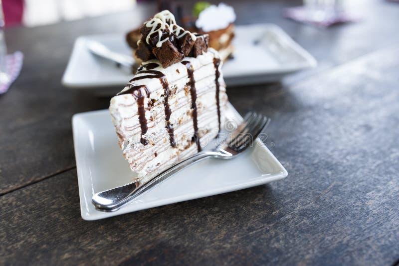 Vit chokladcake arkivbilder